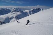 skieurs-en-descente